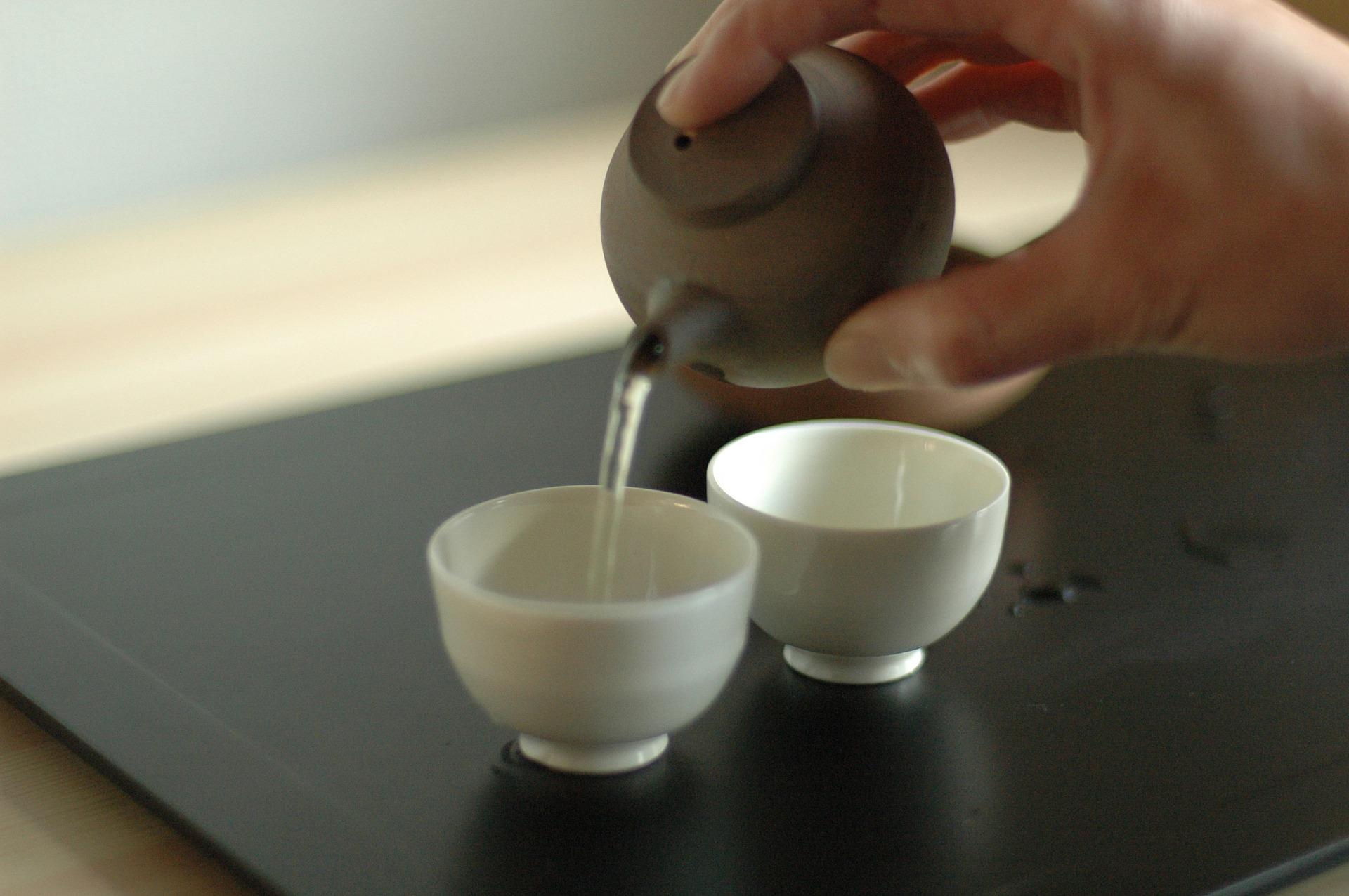 teiera giapponese con tazze